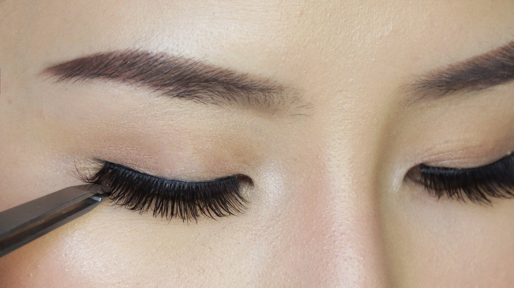 7 Benefits of Using Dollar Lash Club's Adhesive Lashes vs. Lash Extensions