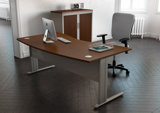 Essentiel double 120° symmetrical top office desk with metal modesty