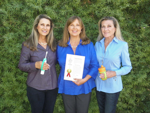 3 Mellin sisters with patent for EazyHold