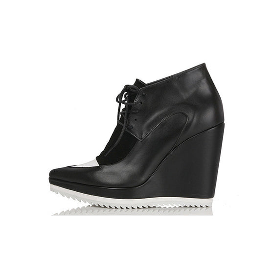 [YUUL YIE] LACE-UP WEDGE BOOTIES - Black