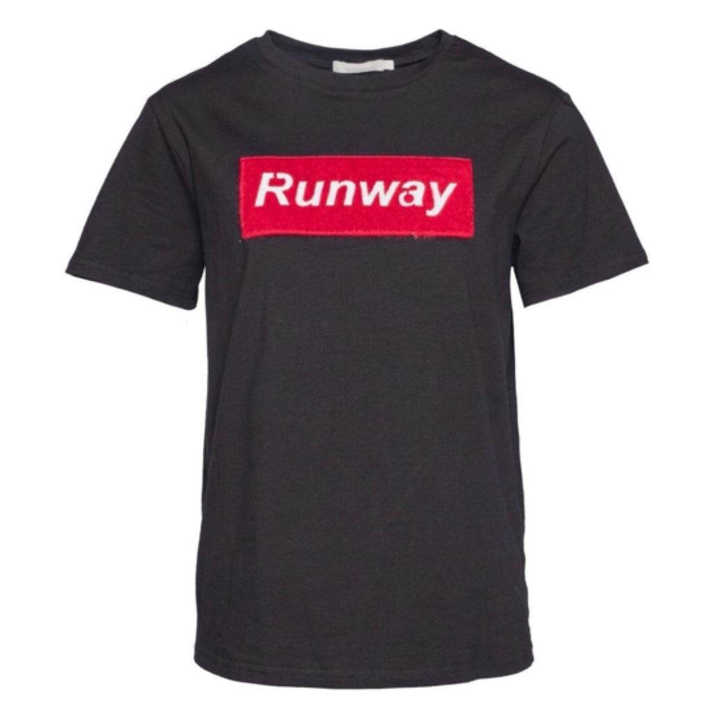 Slay the Runway Black - Tee