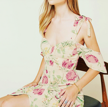 V- neck flowers dress