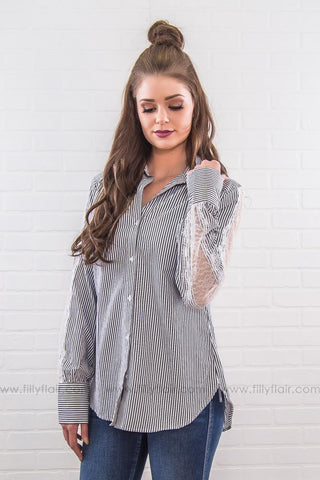 Unforgettable Striped Pocket Cardigan In Black White