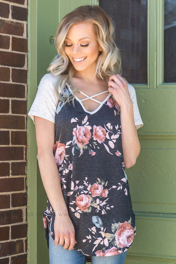 Pretty Little Mind Floral Criss Cross Top In Charcoal