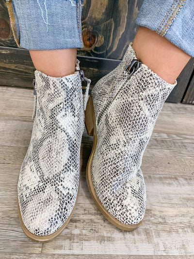 Twinkle Upon A Star Booties in White - Filly Flair