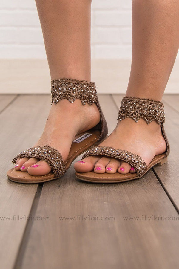 Not Rated Shala Sandal in Taupe