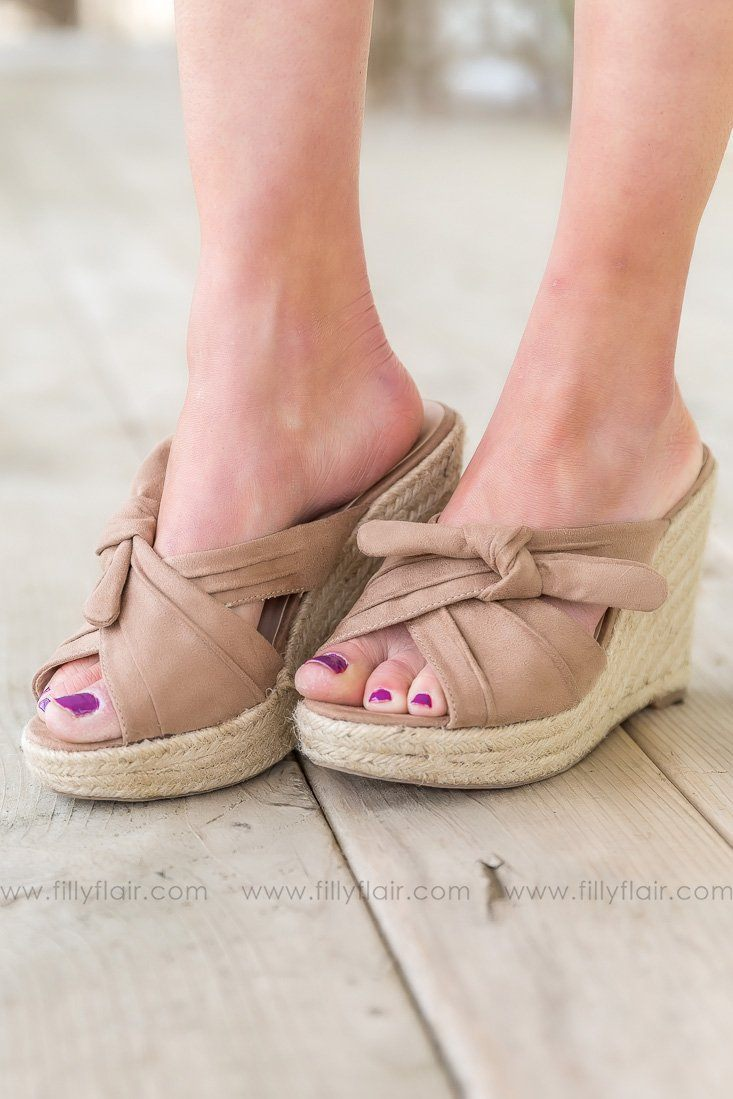 Pick Me Up Bow Wedges In Taupe