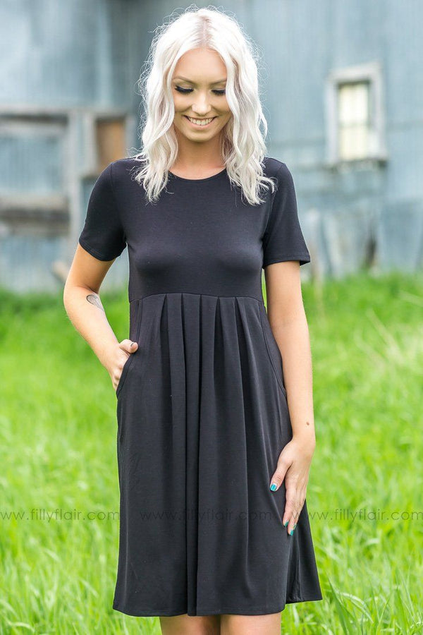 Easy Does It Pleated Pocket Mid Dress In Black