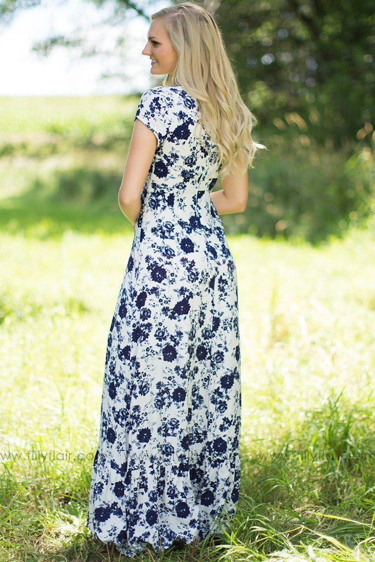 Vintage Vibes Floral Maxi Dress in Navy: Exclusive