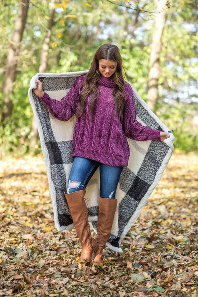 Cozy Up Plaid Sherpa Throw Blanket in Black - Filly Flair