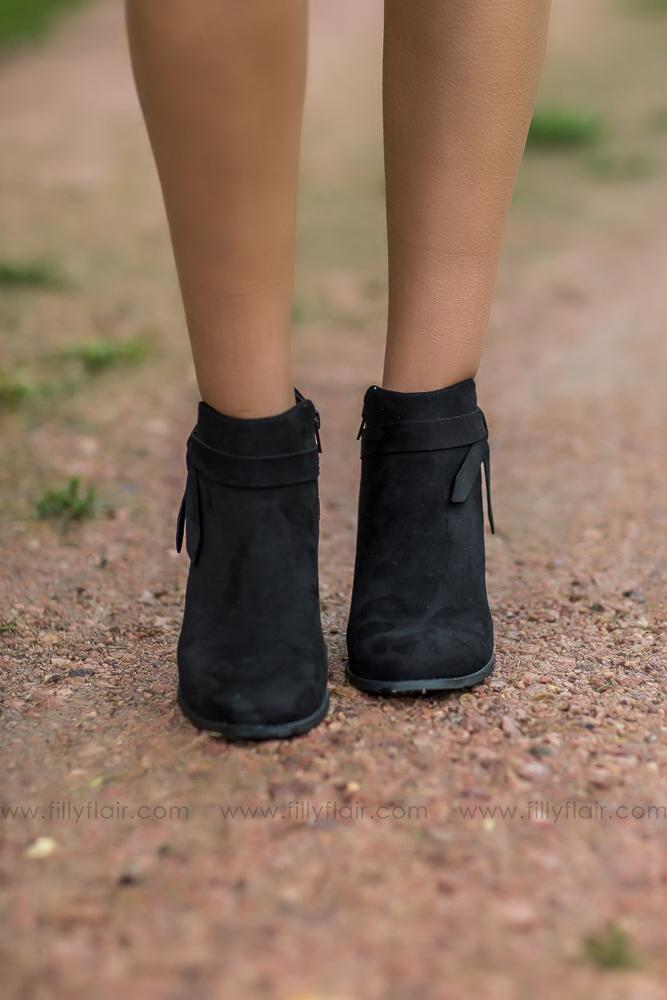 Walk in Class Arden Booties in Black - Filly Flair