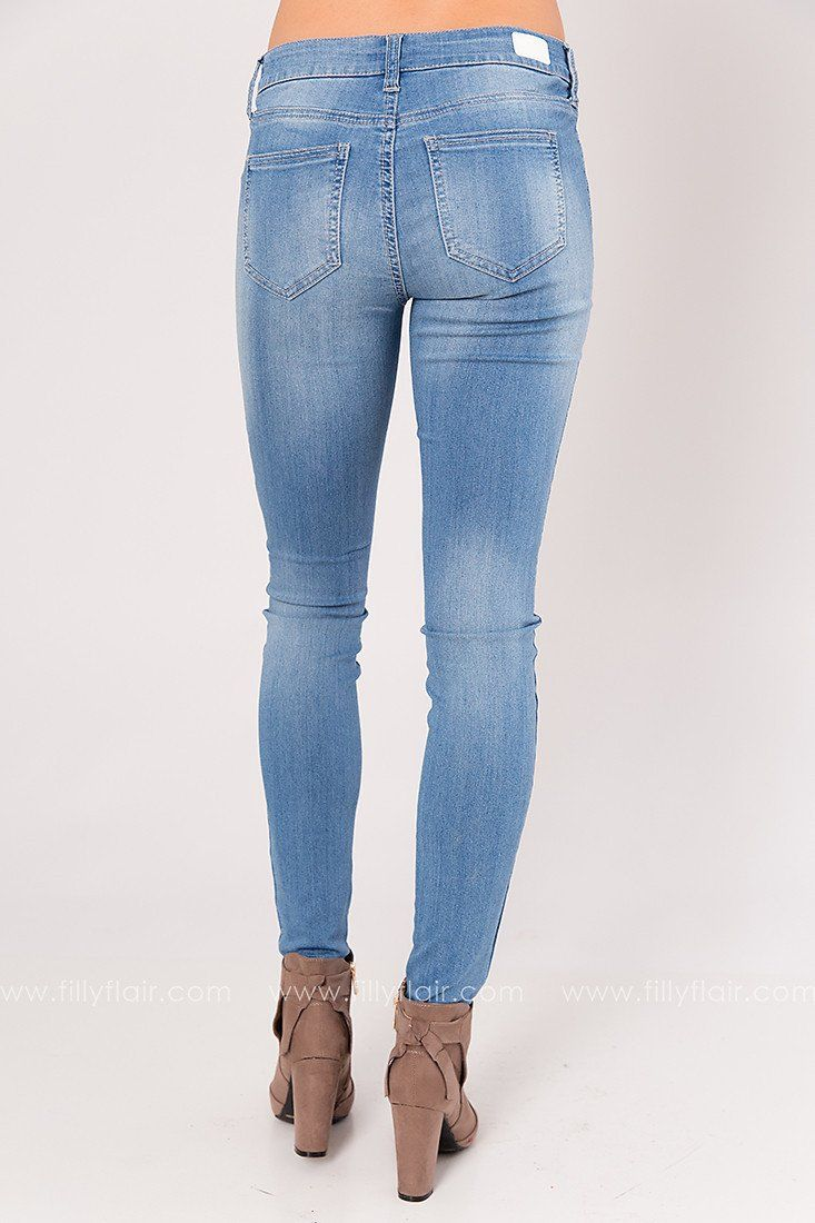 Loose Cannon Light Wash Mid Rise Skinnies
