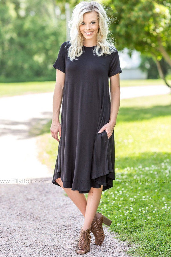 Dead of Night Short Sleeve Midi Dress In Black