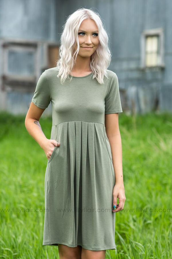 Easy Does It Pleated Pocket Mid Dress In Olive