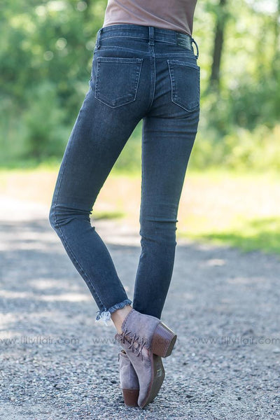 Lucky Jeans Ave Skinny in Black - Filly Flair