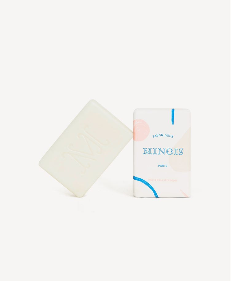 Minois gentle soap leaning on box front view