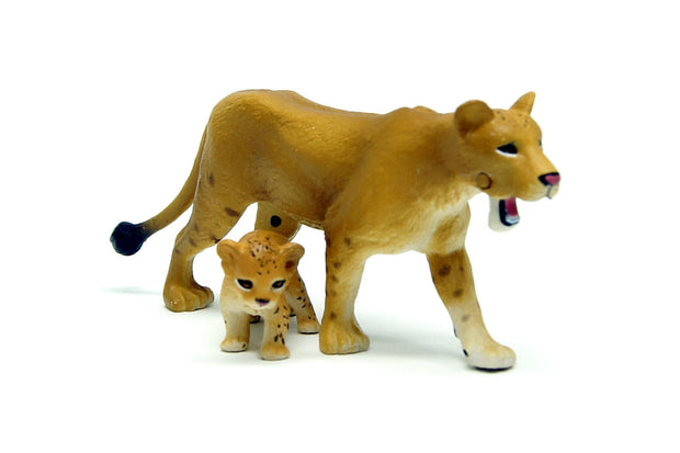 ANIA AS-17 LIONESS (WITH CUB)