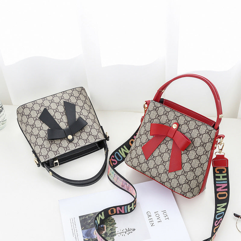2019 Autumn new PU women's bag Korean version of the slant span single-shoulder bag fashion bow mother package wholesale