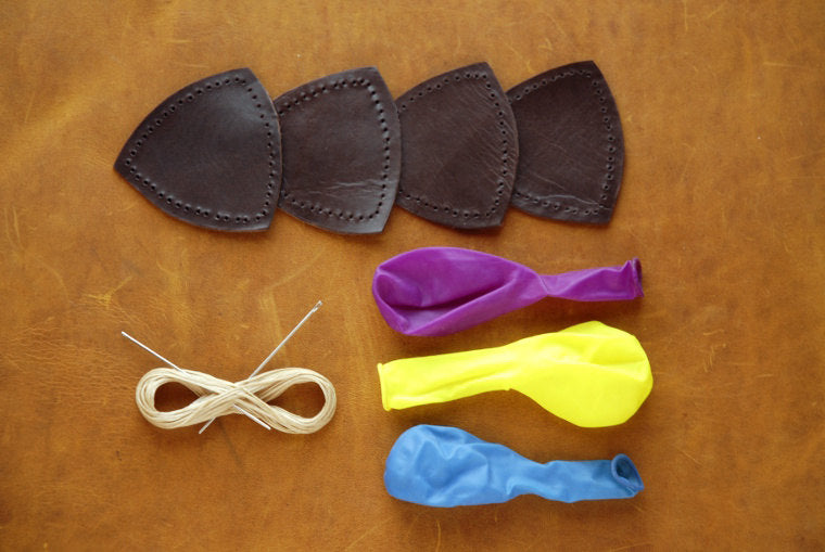 Leather juggling balls kit, DIY kit juggling balls, chocolat leather balls, gift for jugglers.