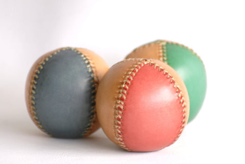 3 bicolor leather juggling balls, 65mm, Juggling balls, Leather balls, Professional jugglers.