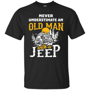 NewmeUp Men's Never Underestimate An Old Man With A Jeep Tshirts