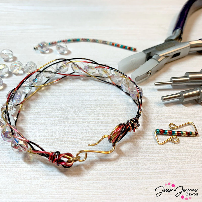 Celebrity Spotlight: Meredith Roddy & DIY Wire-Wrapped Clasps
