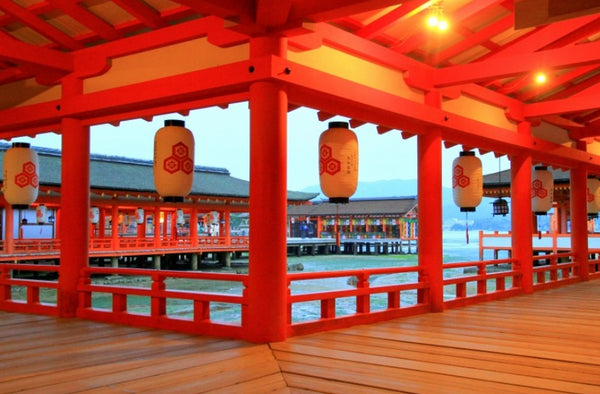 Itsukushima Shrine (厳島神社)