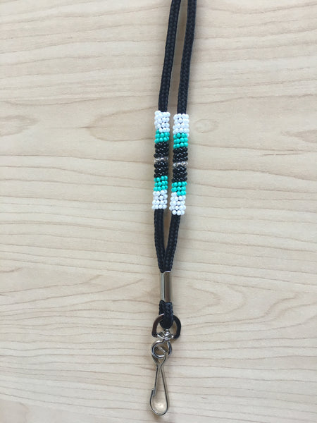 Lanyard beaded in quarter pieces