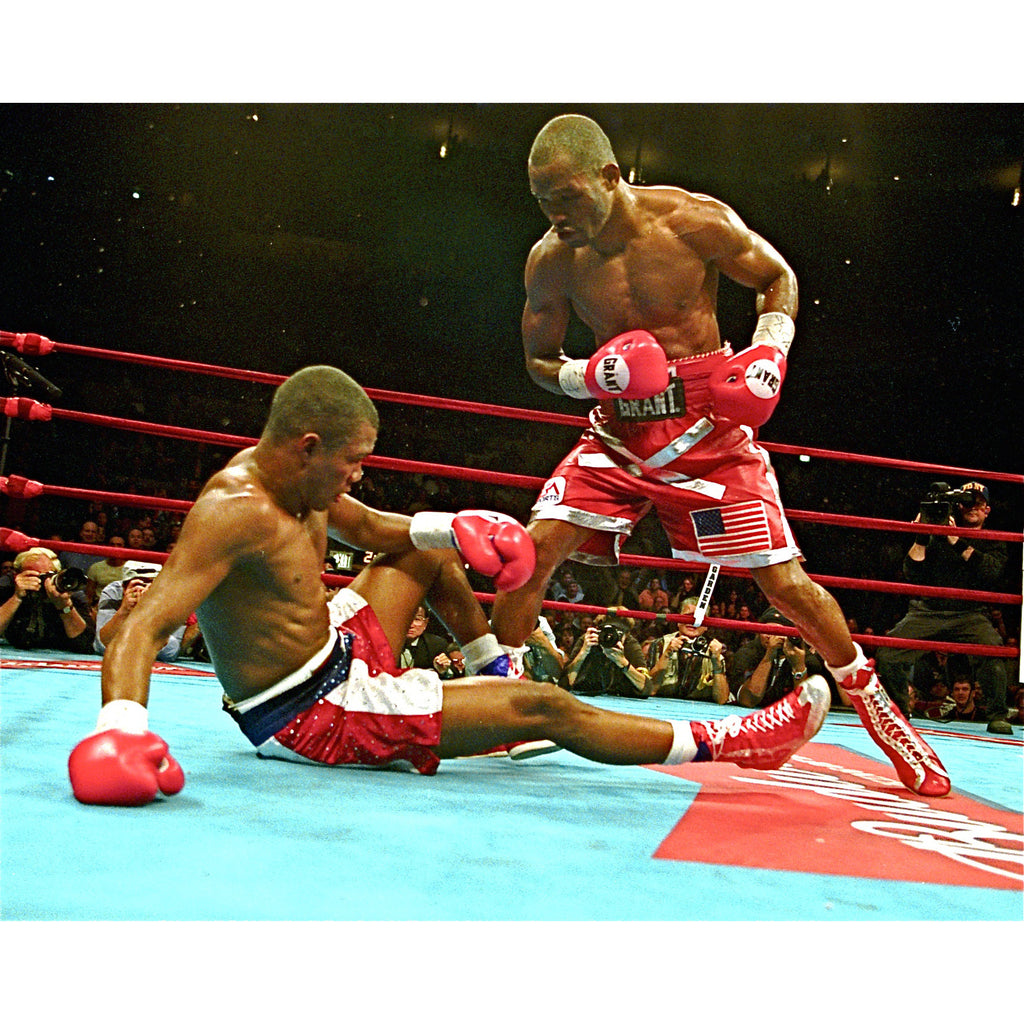 Bernard Hopkins defeats Felix Trinidad