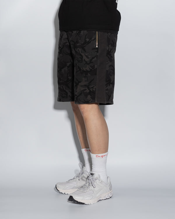 UT056BK | CAMO BLACK SWEAT SHORTS
