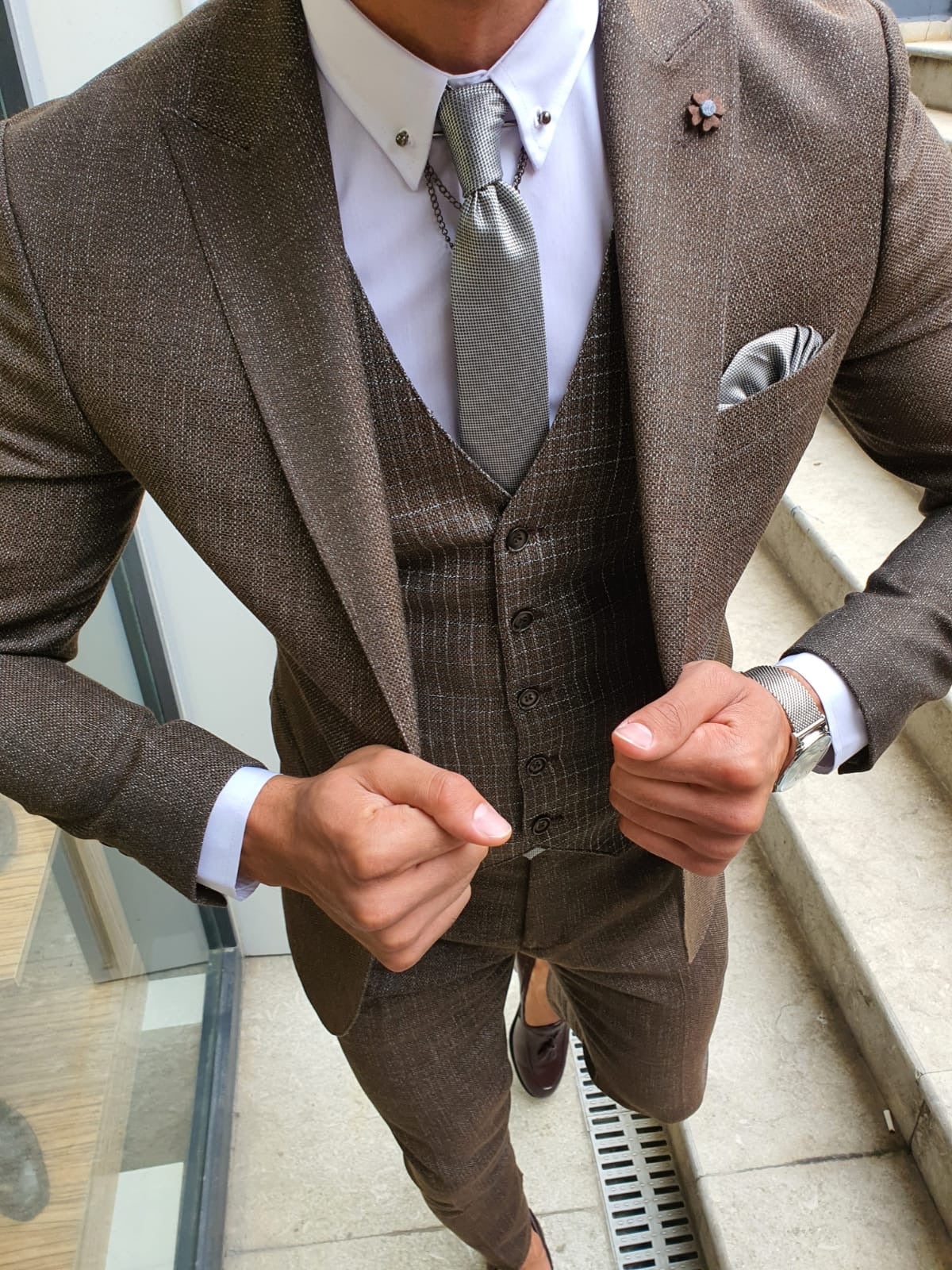 Mobile Brown Slim Fit Patterned Suit