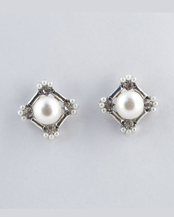 Faux Pearls Diamond Pattern Earrings