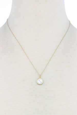 Modern Chic Pearl Pendant Necklace