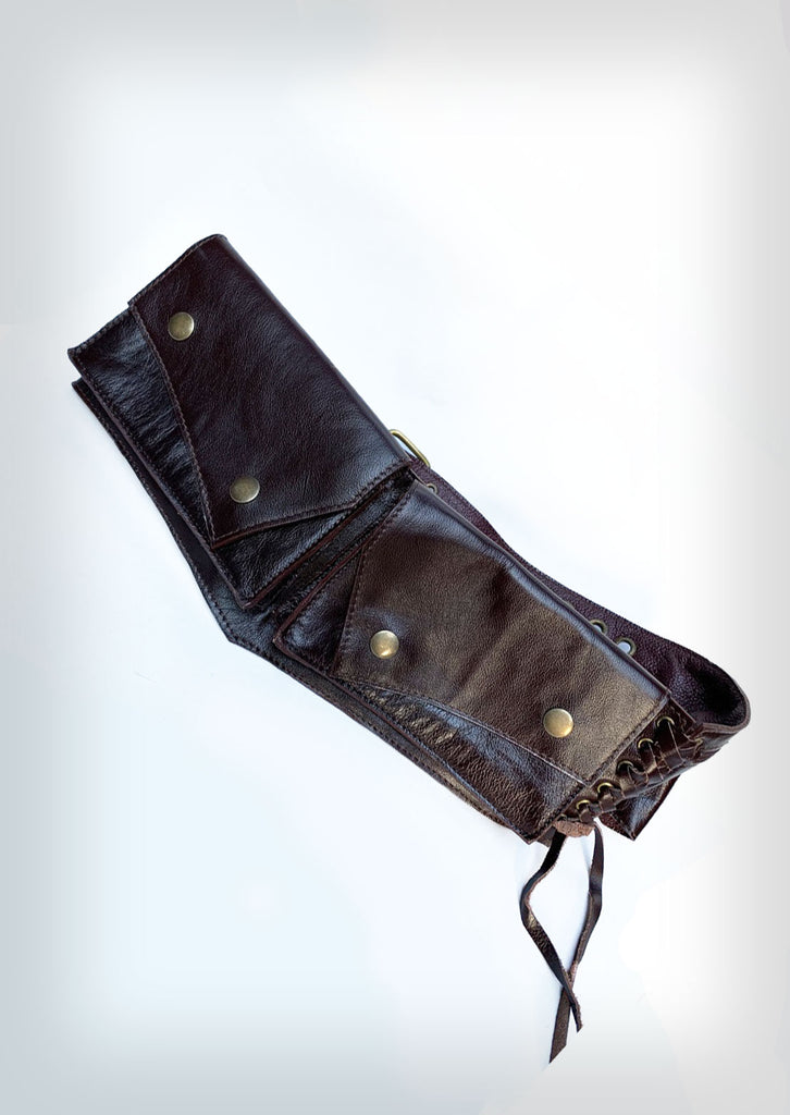Aligned leather pocket belt