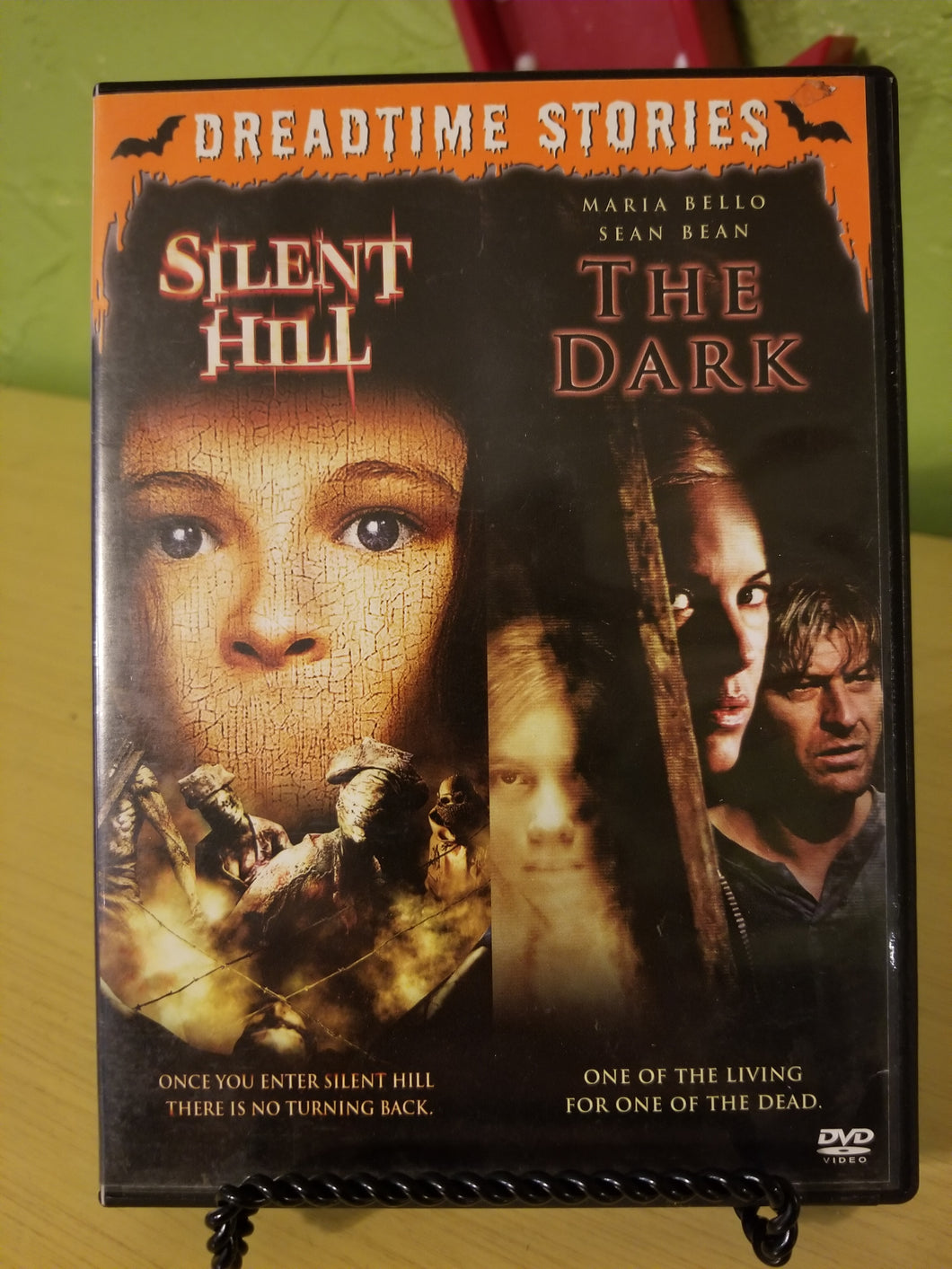 Silent Hill / The Dark DVD