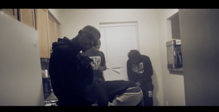 T3hundredd ft. Jayr Da Shootah - Keep It 1hunnit (Video)