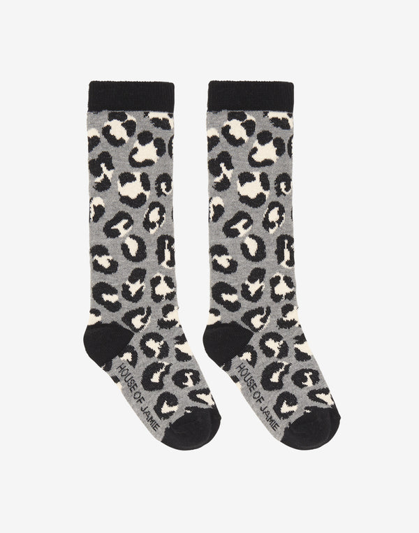 House of Jamie   Soft knitted knee socks with Leopard pattern and House of Jamie logo on the bottom of the socks.   Color: Black, grey melange, white.  Composition: 55% organic cotton, 22% polyester, 21% polyamide, 2% elastane.