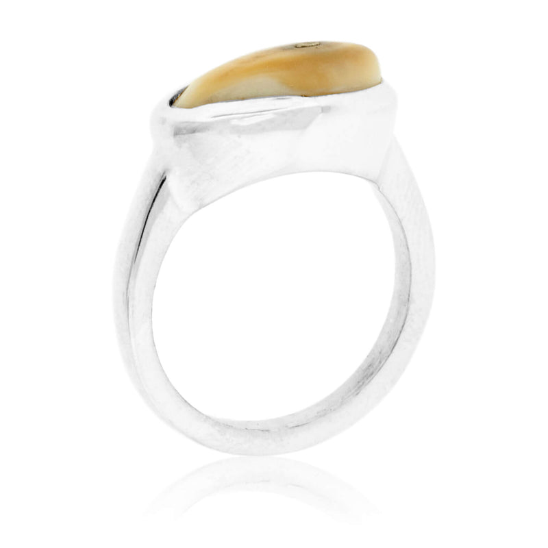 Horizontal Simple Elk Ivory Ring