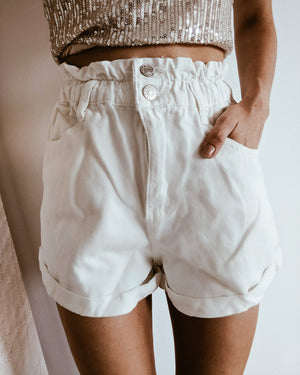short mom vaquero blanco