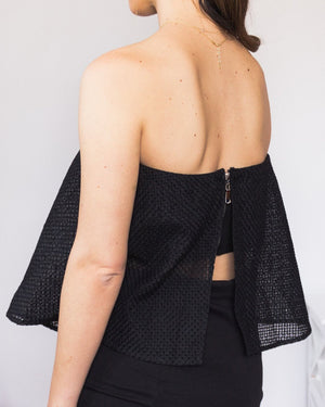 crop top negro de palabra de honor transparente con volante