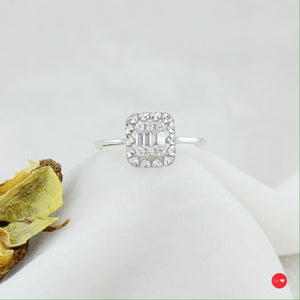 0.12 Ct F-G Color Baget Yüzük