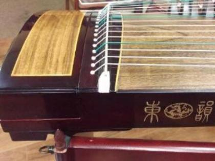 "Dongyun Collection Guzheng ""Colorful Clouds at the Moon Palace"""