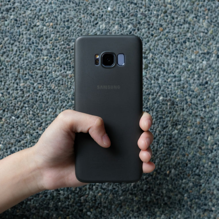 Bare Naked - Ultra Thin Case for Samsung Galaxy S8 and S8 Plus - Smoke in Hand