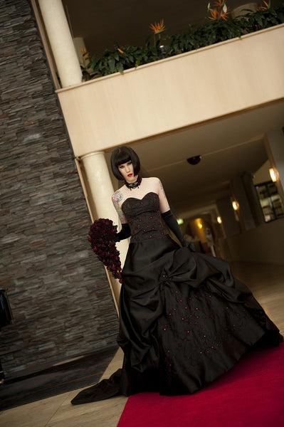 Avelina De Morays Gothic Wedding