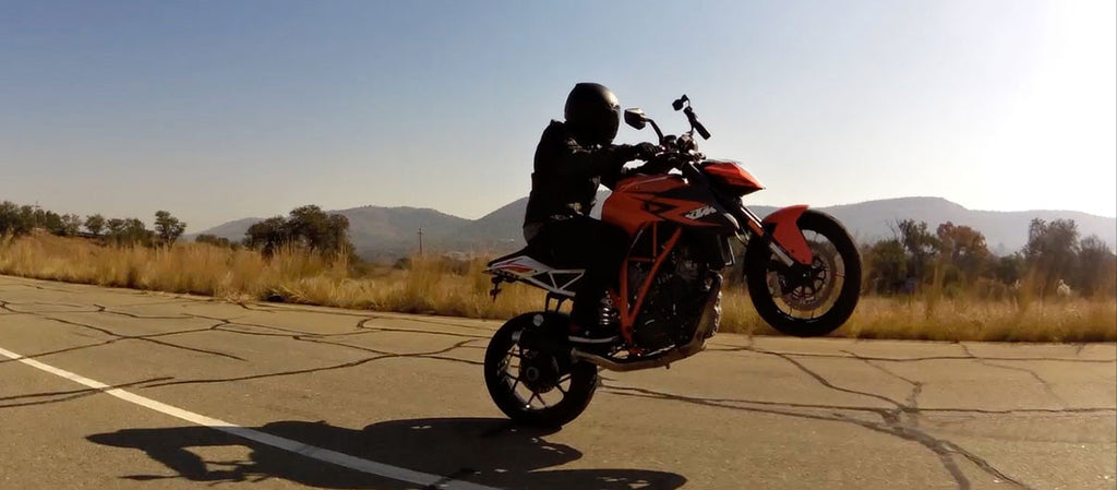 KTM 1290 SuperDuke - Wheelie Road