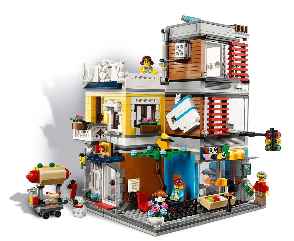 31097 Townhouse and Pet Store