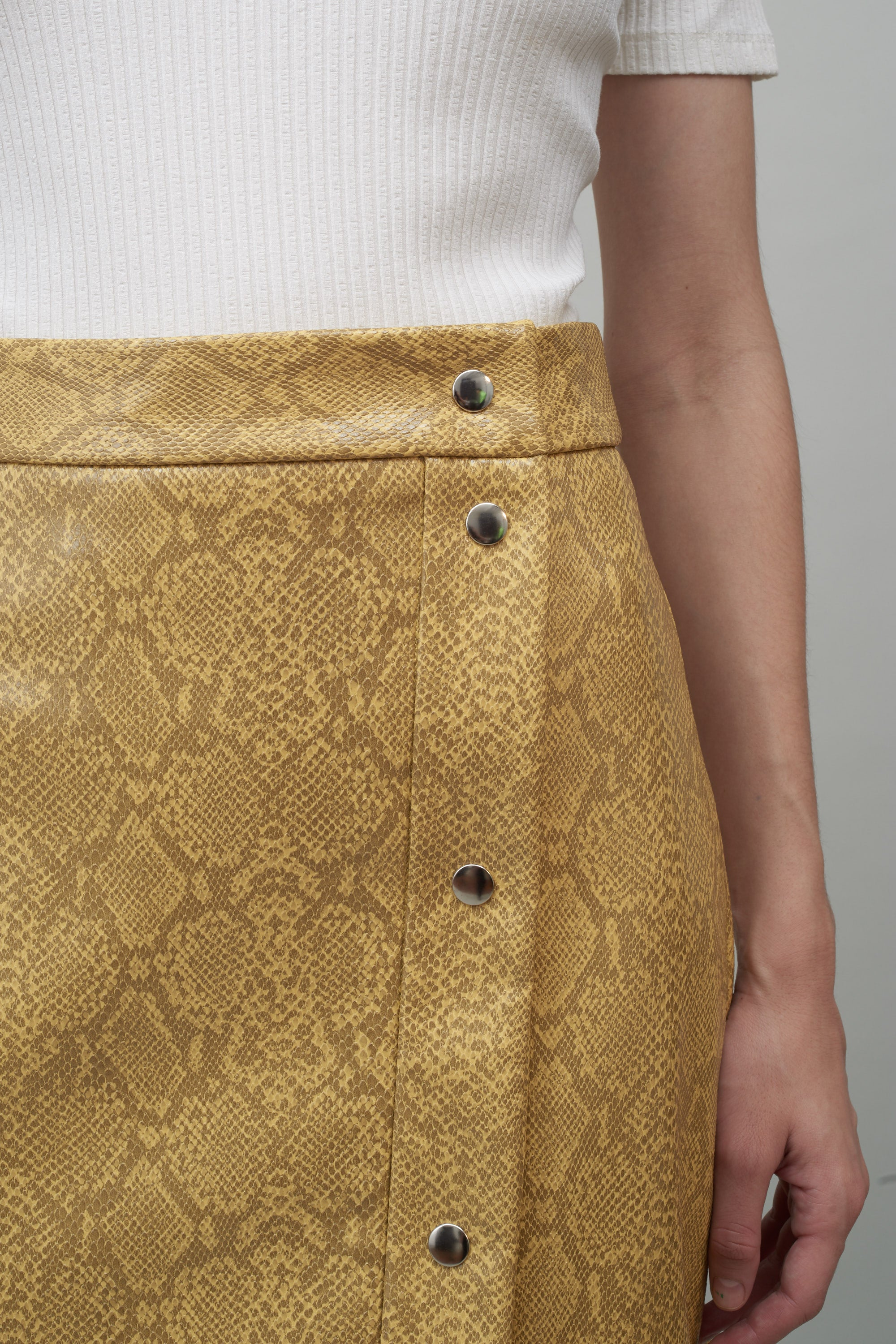 f7ab72d17e ... SNAP FRONT SKIRT - YELLOW FAUX SNAKESKIN ...