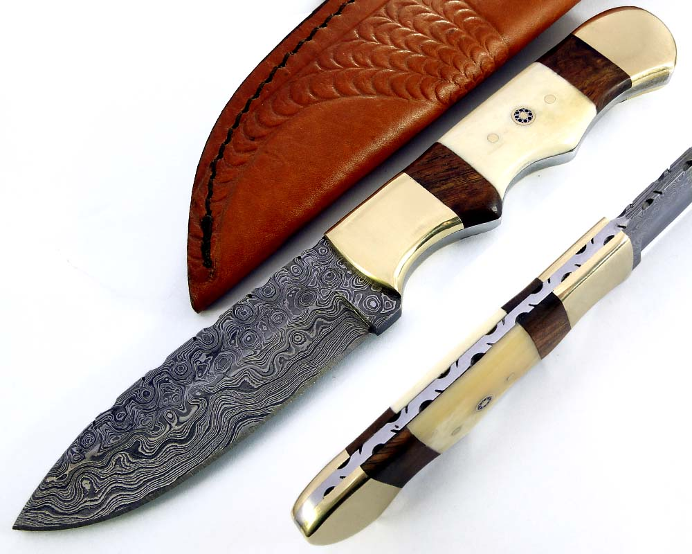 Damascus steel blade camping knife. 2155