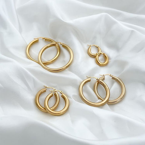 How To Put Hoop Earrings In - Collection of gold hoop earrings in different sizes