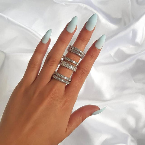 How to wear rings on multiple fingers - Single Stack of rings